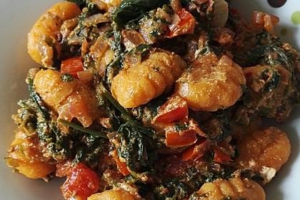 Gnocchi mit Tomaten und Blattspinat 1