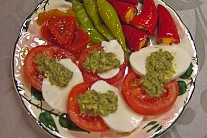 Kapern-Pesto mit Tomaten und Mozzarella 2