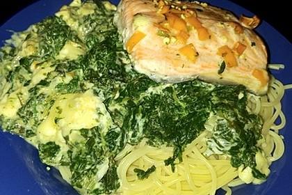 Süß-scharfer Lachs auf Spinat mit Sahnesauce und Honigkruste 11