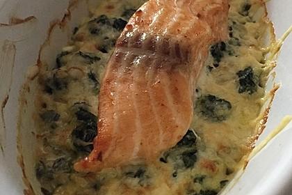 Süß-scharfer Lachs auf Spinat mit Sahnesauce und Honigkruste 25