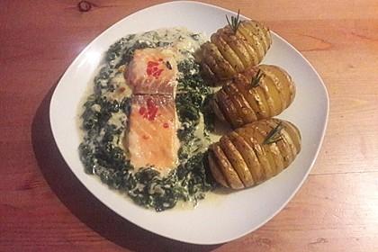 Süß-scharfer Lachs auf Spinat mit Sahnesauce und Honigkruste 29