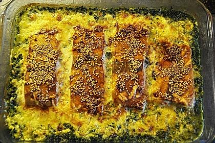 Süß-scharfer Lachs auf Spinat mit Sahnesauce und Honigkruste 6