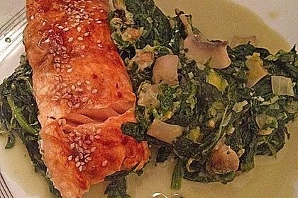Süß-scharfer Lachs auf Spinat mit Sahnesauce und Honigkruste 12