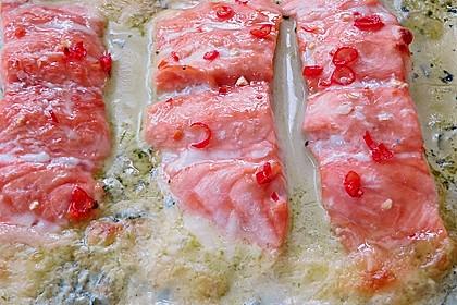 Süß-scharfer Lachs auf Spinat mit Sahnesauce und Honigkruste 21