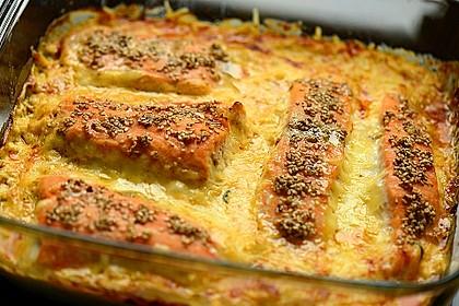 Süß-scharfer Lachs auf Spinat mit Sahnesauce und Honigkruste