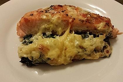 Süß-scharfer Lachs auf Spinat mit Sahnesauce und Honigkruste 7