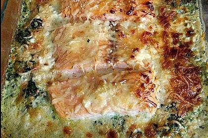 Süß-scharfer Lachs auf Spinat mit Sahnesauce und Honigkruste 13