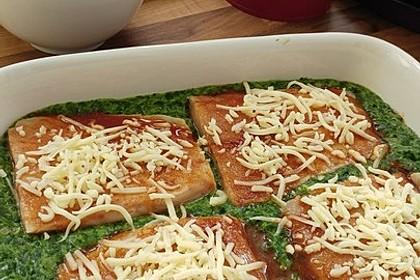 Süß-scharfer Lachs auf Spinat mit Sahnesauce und Honigkruste 32