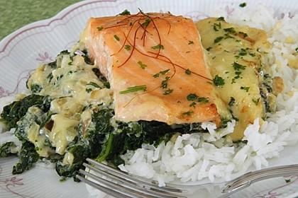 Süß-scharfer Lachs auf Spinat mit Sahnesauce und Honigkruste 4