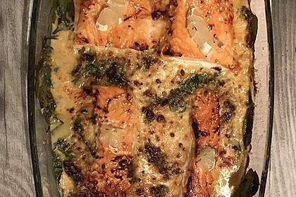 Süß-scharfer Lachs auf Spinat mit Sahnesauce und Honigkruste 44