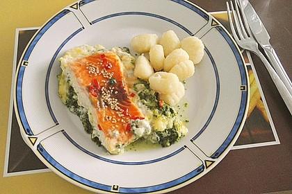Süß-scharfer Lachs auf Spinat mit Sahnesauce und Honigkruste 33