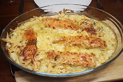 Süß-scharfer Lachs auf Spinat mit Sahnesauce und Honigkruste 37