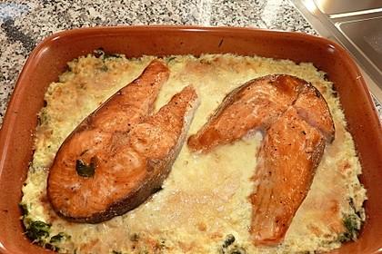 Süß-scharfer Lachs auf Spinat mit Sahnesauce und Honigkruste 16