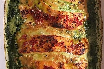 Süß-scharfer Lachs auf Spinat mit Sahnesauce und Honigkruste 15