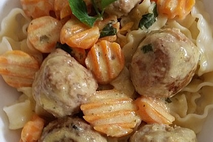 Hackbällchen in Möhren-Currysoße