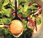 Salatdressing mit Erdbeeressig (Bild)
