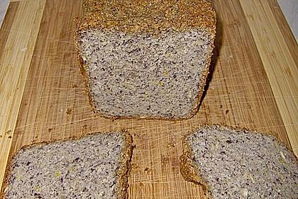 Veganes, glutenfreies Buchweizenbrot mit Nüssen und Samen 1