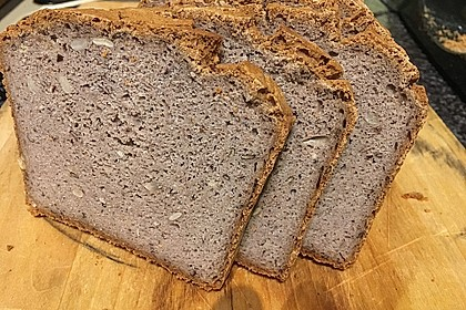 Veganes, glutenfreies Buchweizenbrot mit Nüssen und Samen 2