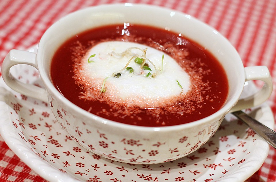 rote beete suppe mit parmesan rezept mit bild von organictaste. Black Bedroom Furniture Sets. Home Design Ideas