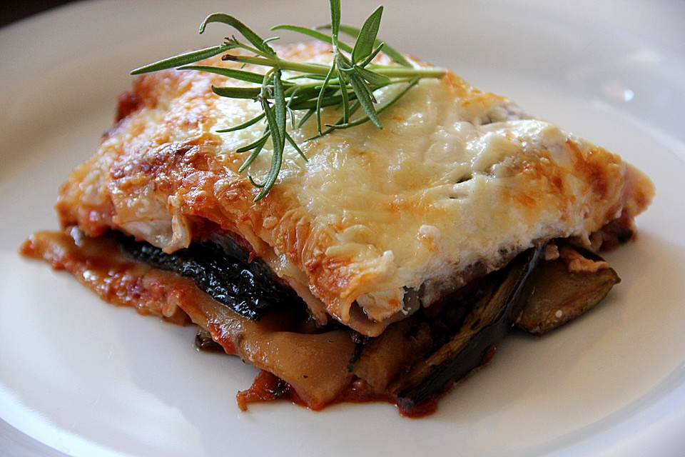 auberginen zucchini lasagne mit ziegenk se rezept mit bild. Black Bedroom Furniture Sets. Home Design Ideas