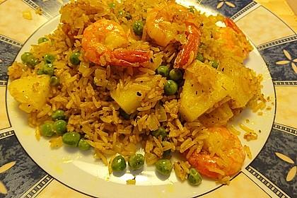 Curry-Bratreis mit Ananas, Erbsen und Garnelen 3