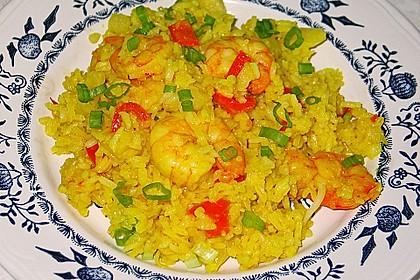 Curry-Bratreis mit Ananas, Erbsen und Garnelen