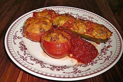 Gefüllte Zucchini mit Räuchertofu