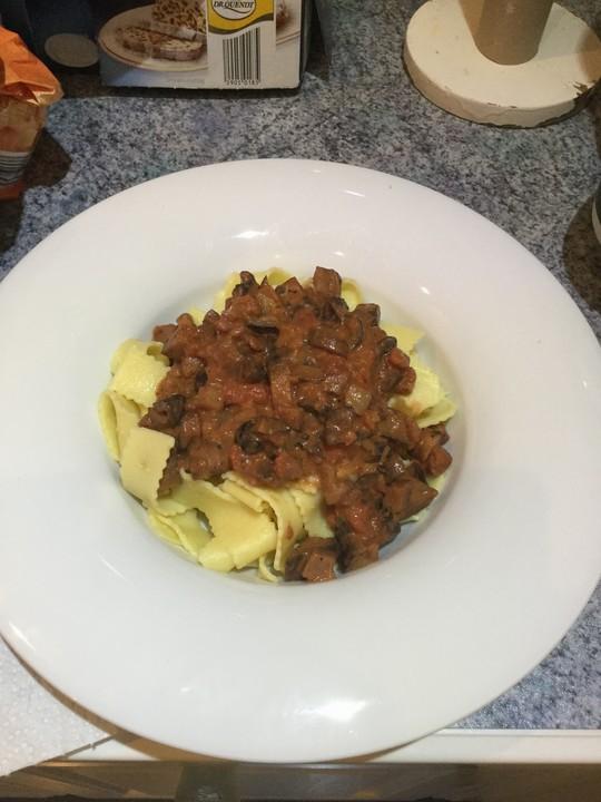tomaten sahne sauce mit aubergine f r pasta vegetarisch von schwene. Black Bedroom Furniture Sets. Home Design Ideas