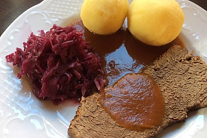 Omis Rinderbraten mit Rotweinsoße