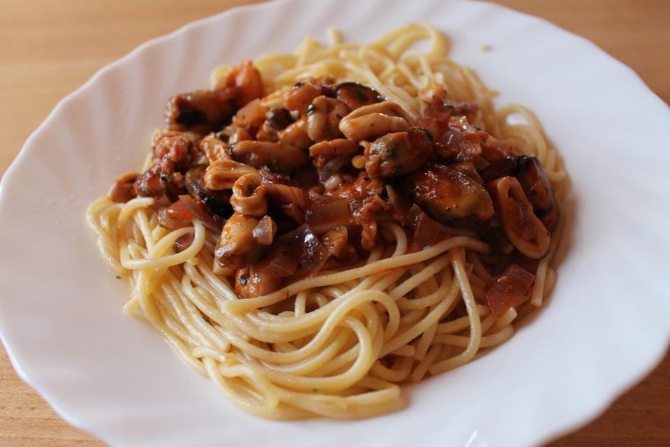 spaghetti meeresfr chte mit passierten tomaten rezept mit bild. Black Bedroom Furniture Sets. Home Design Ideas