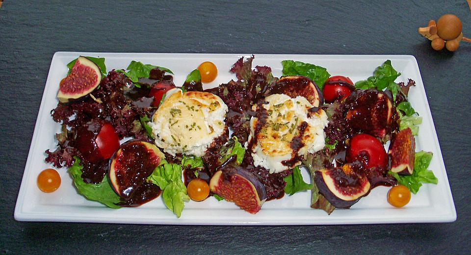 Bunter Salat mit gratiniertem Ziegenkäse, Feigen und einem Balsamico ...