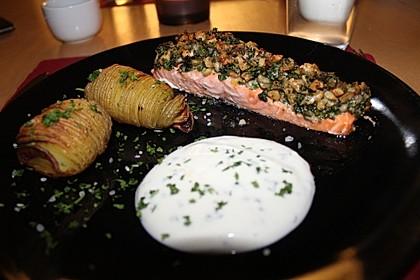 Lachs mit Parmesan-Kräuter-Walnuss-Kruste 8