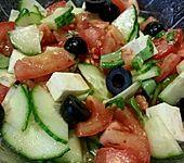 Mediterraner Gurkensalat