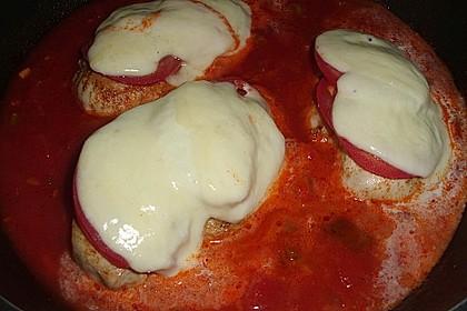 Hähnchenbrust in Tomaten-Sahne Sauce auf Gemüse