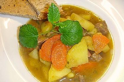Fleischtopf mit Gemüse im Schnellkochtopf