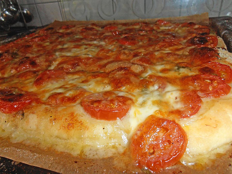 pizza mit tomaten basilikum mozzarella und parmesan von vip superk chin. Black Bedroom Furniture Sets. Home Design Ideas