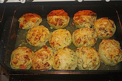 Kohlrabi - Hälften mit pikantem Kartoffel - Häubchen 2