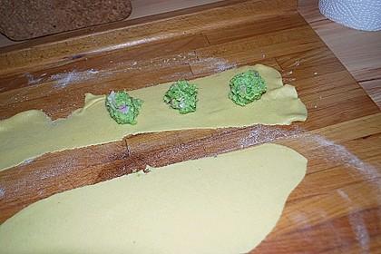 Ravioli mit Brokkolifüllung 2