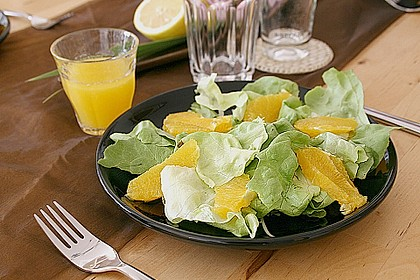 Blattsalat mit Orangen