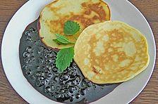Pancakes mit Waldbeersauce