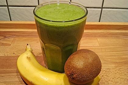 Grüner Kiwi-Bananen Smoothie mit Radieschengrün 3