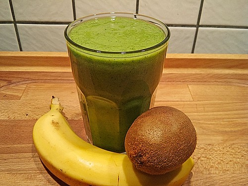 gr ner kiwi bananen smoothie mit radieschengr n rezept mit bild. Black Bedroom Furniture Sets. Home Design Ideas