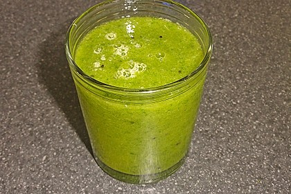 Grüner Kiwi-Bananen Smoothie mit Radieschengrün 5