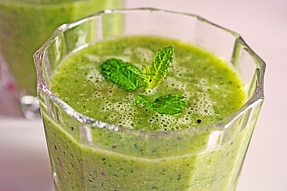 Grüner Kiwi-Bananen Smoothie mit Radieschengrün 1