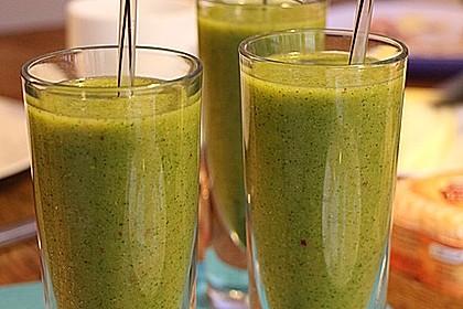 Grüner Kiwi-Bananen Smoothie mit Radieschengrün 2