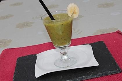 Grüner Kiwi-Bananen Smoothie mit Radieschengrün 6