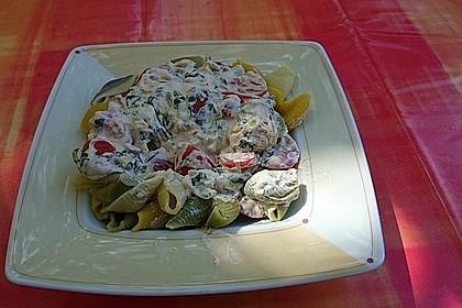 Pasta mit Bärlauch-Frischkäse-Soße und Cocktailtomaten 34