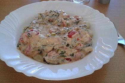 Pasta mit Bärlauch-Frischkäse-Soße und Cocktailtomaten 38