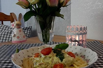 Pasta mit Bärlauch-Frischkäse-Soße und Cocktailtomaten 20