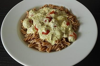 Pasta mit Bärlauch-Frischkäse-Soße und Cocktailtomaten 16